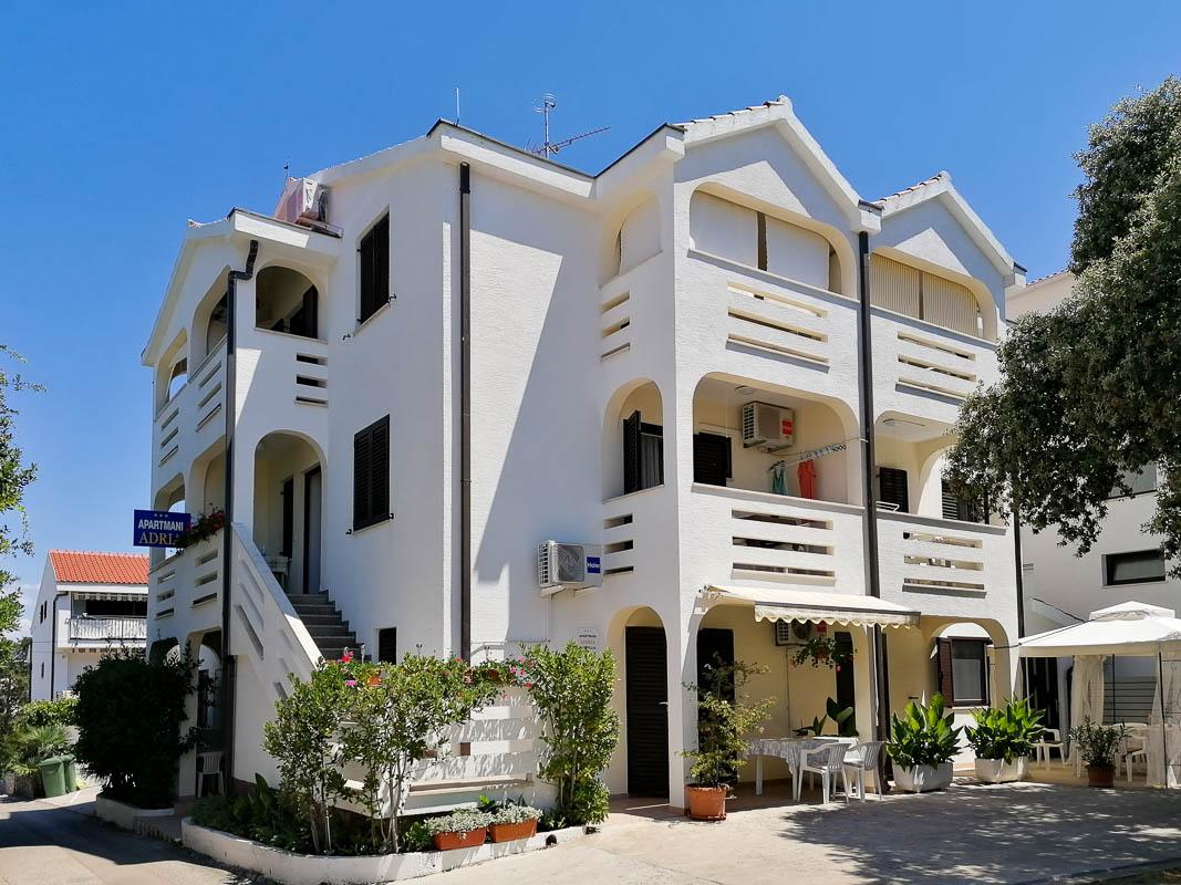 Apartmani Adria Petrcane - kuca